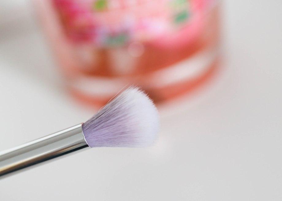 Essence Eye Blender Brush