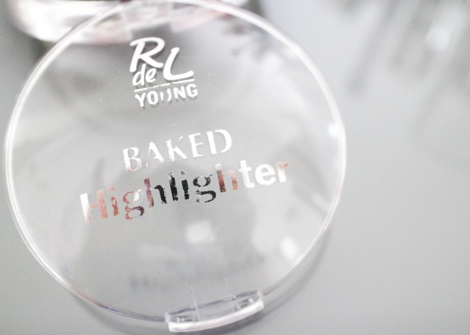 Rival de Loop Young Baked Highlighter