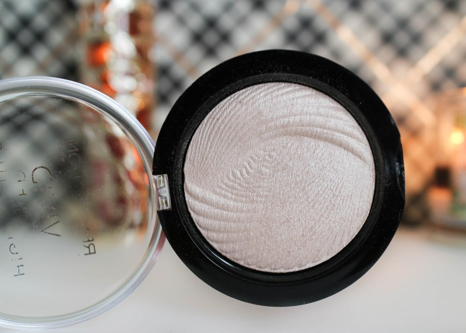 Makeup Revolution Vivid Baked Highlighter Radiant Lights
