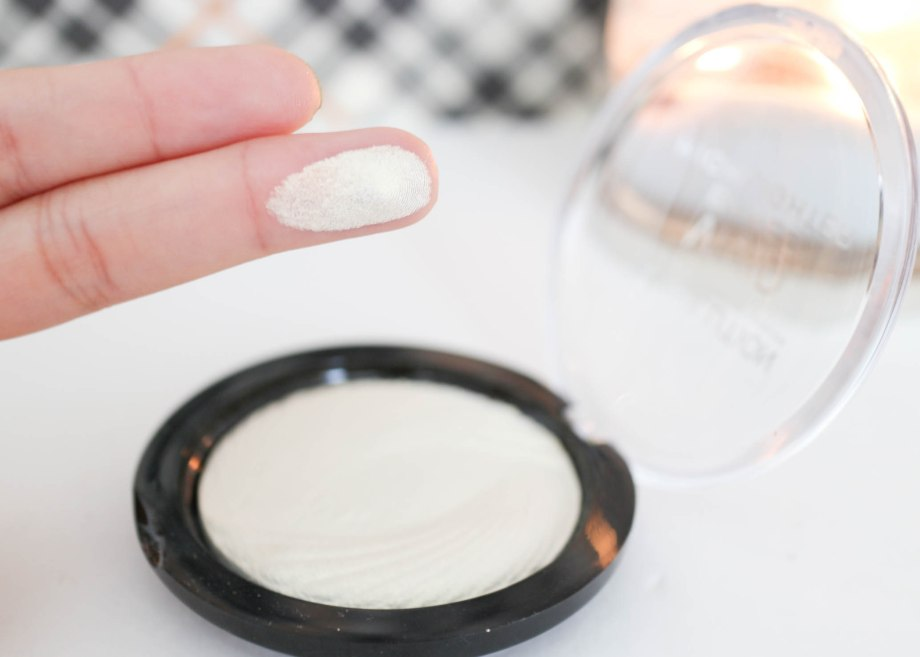 Makeup Revolution Vivid Baked Highlighter in Golden Lights